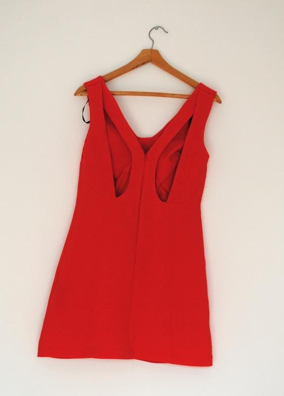 ASOS czerwona sukienka z wycięciem rozm S 36