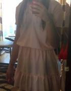 pudrowy pastelowy róż sukienka falbana...