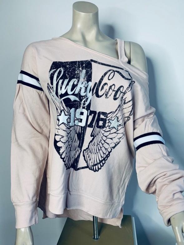 Asymetryczna bluza z napisami dłuższy tył odkryte ramię...