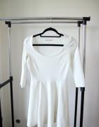 Sukienka biała Bershka M rozkloszowana...