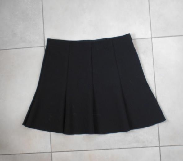 43c592cc Mango czarna spódniczka mini plisowana uczennica minimalizm w ...