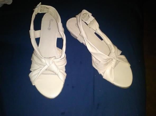 Nowe Boskie sandalki w calosci ze skory naturalnej
