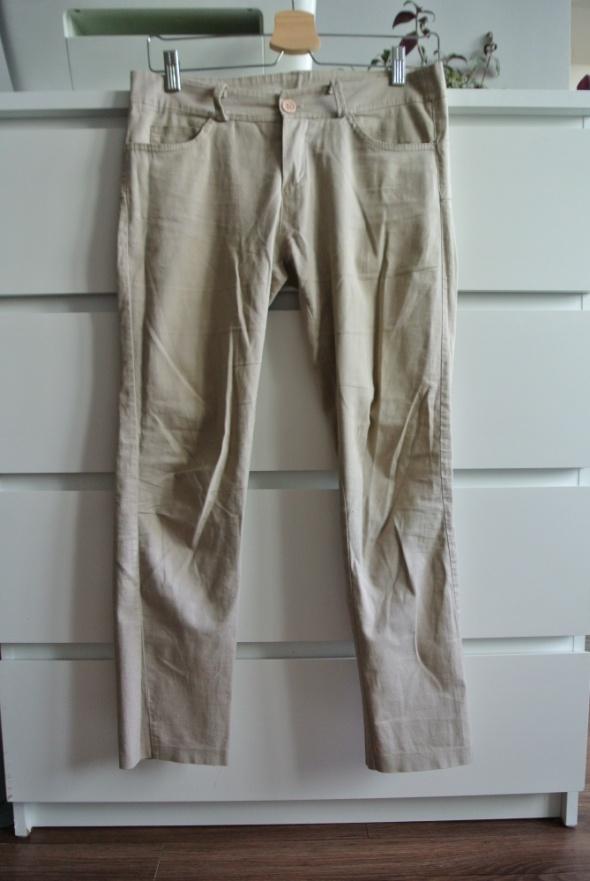 Proste beżowe spodnie na lato
