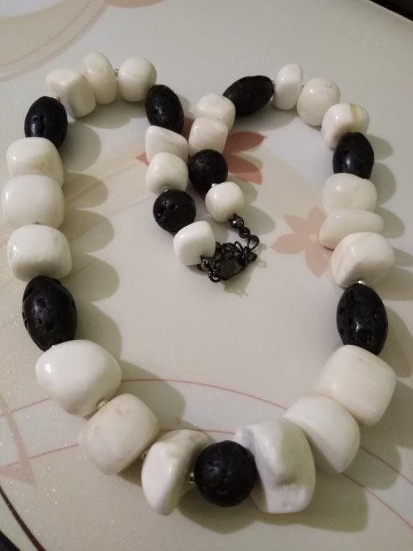 Korale Black & White