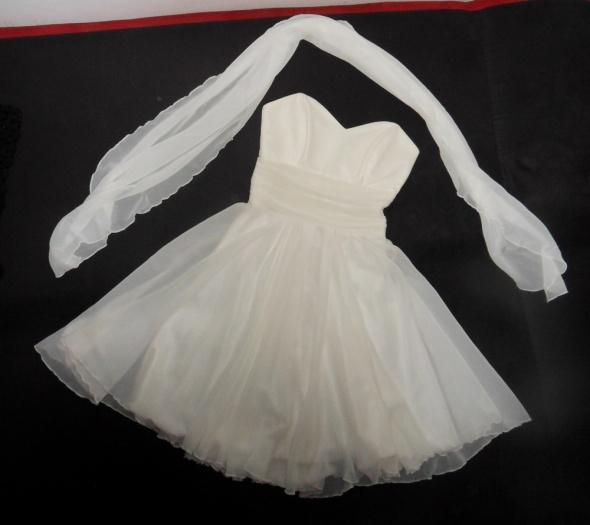 Sukienka śmietankowa biel rozkloszowana