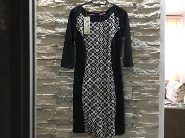 Nowa dopasowana sukienka wzorek