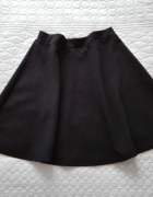 Rozkloszowana czarna spódnica H&M M...