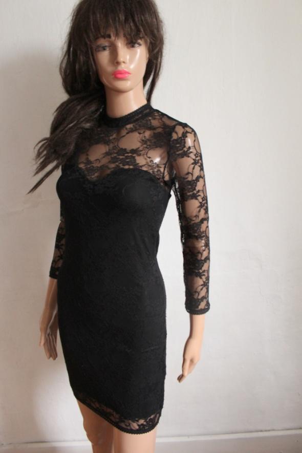 Koronkowa dopasowana sukienka r XS...