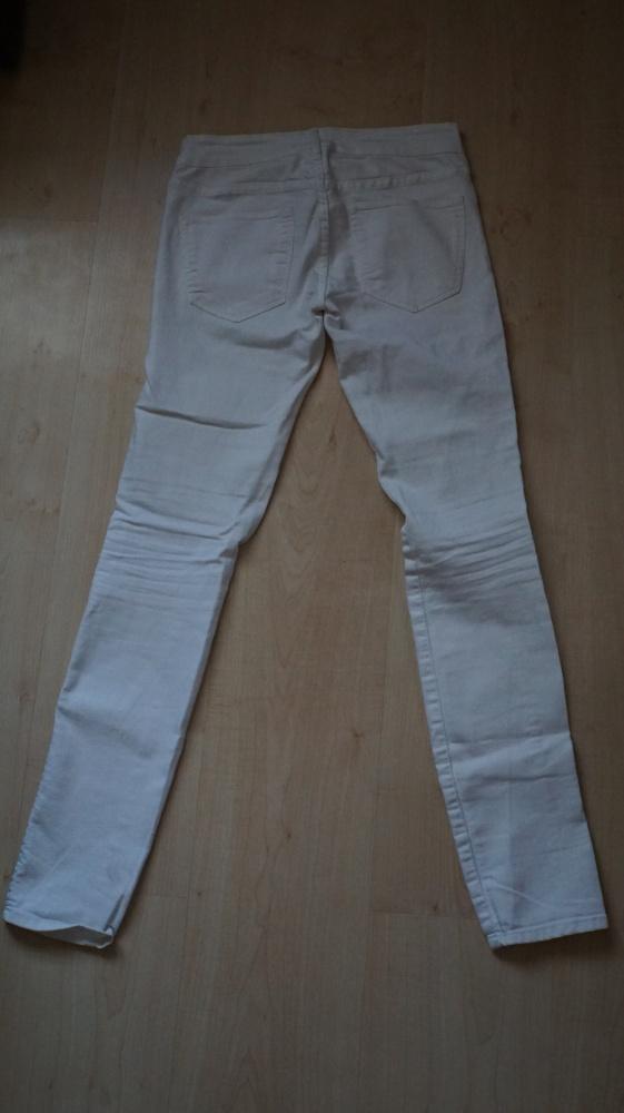 Białe rurki H&M...
