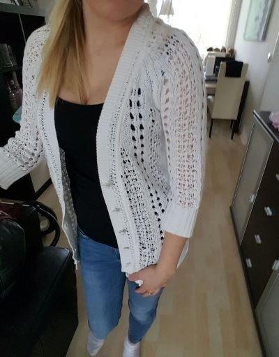 Biały sweter uniwersalny