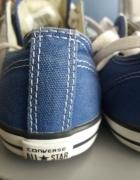 Niebieskie konversy...