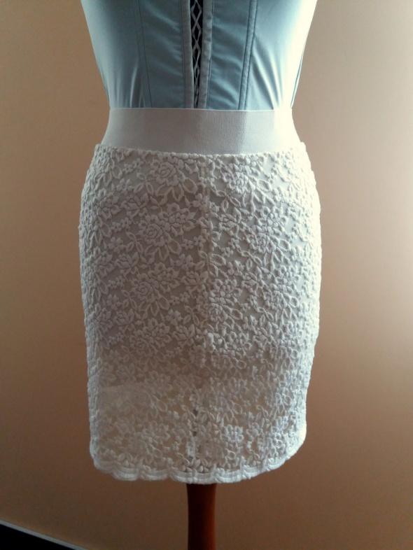 Ołówkowa koronkowa spódnica midi na gumie kremowy biały wysyłka w cenie