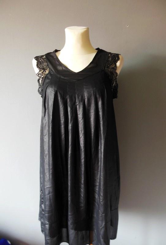 Czarna krótka koszulka nocna z koronką 36
