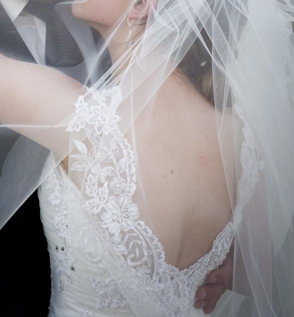 Koronkowa tiulowa suknia ślubna