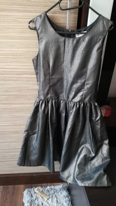 Rozkloszowana Sukienka w odcieniu czarno srebrnym na ramiączka H&M