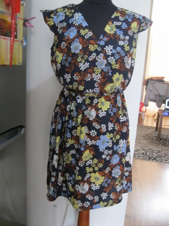 Suknie i sukienki sukienka NEW LOOK 38 granatowa w kwiatki rozkloszowana