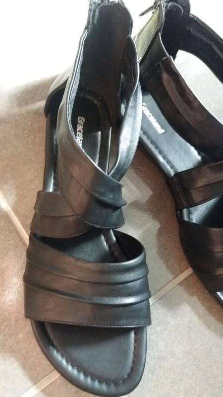 Damskie sandały czarne na małym obcasie rozmiar 39