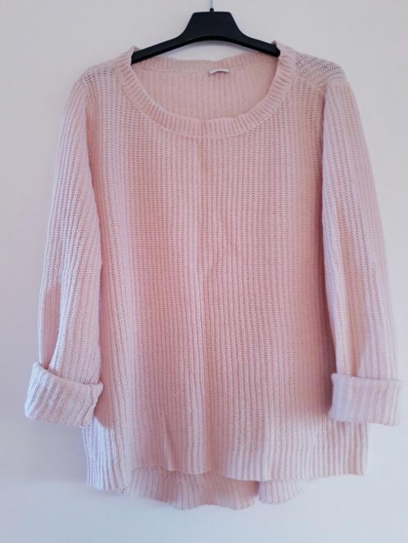 Klasyczny sweter pudrowy