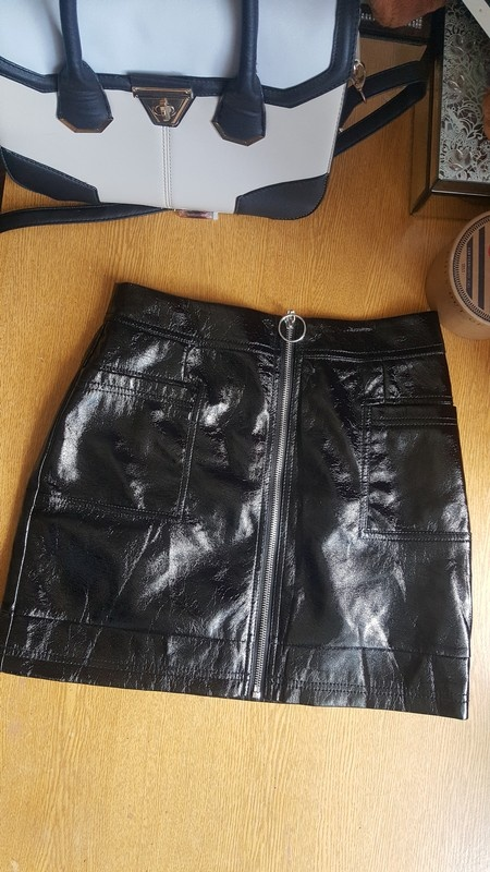 Nowa czarna blyszczaca spodnica top shop s