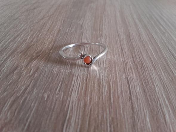 Warmet srebrny pierścionek z koralem 18 mm