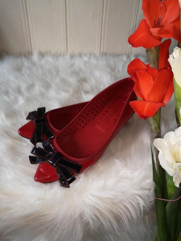 Balerinki czerwone lakierowane baleriny Promod