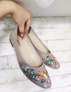 baleriny beżowe z haftem kwiatowy wzór 37...