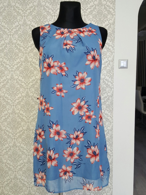 luzna niebieska sukienka w kwiaty Primark...