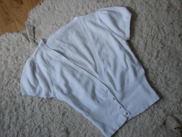 Biały sweterek bolerko
