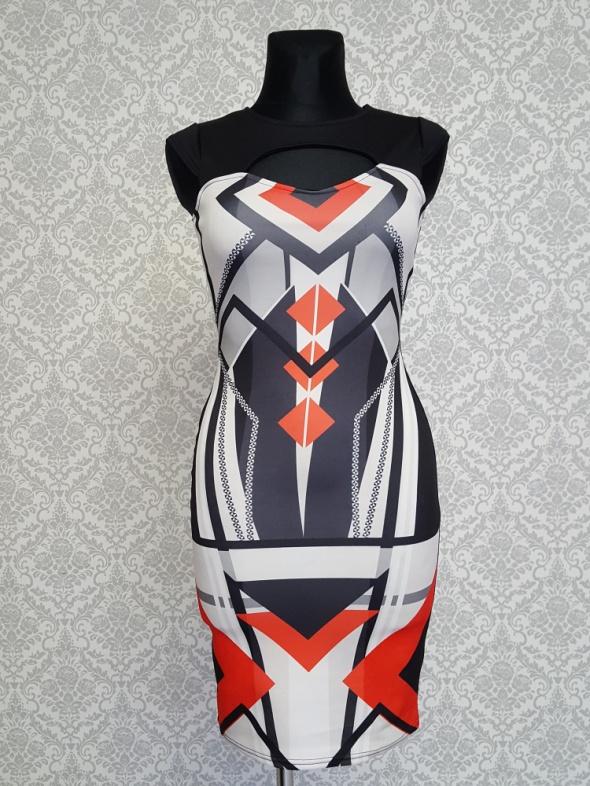 czarna sukienka kolorowe wzory Lustre