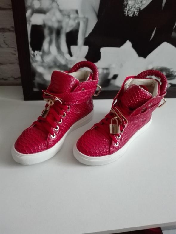 Cczerwone sneakersy 37