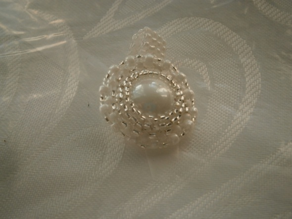 Biały pierścionek perłowy srebro