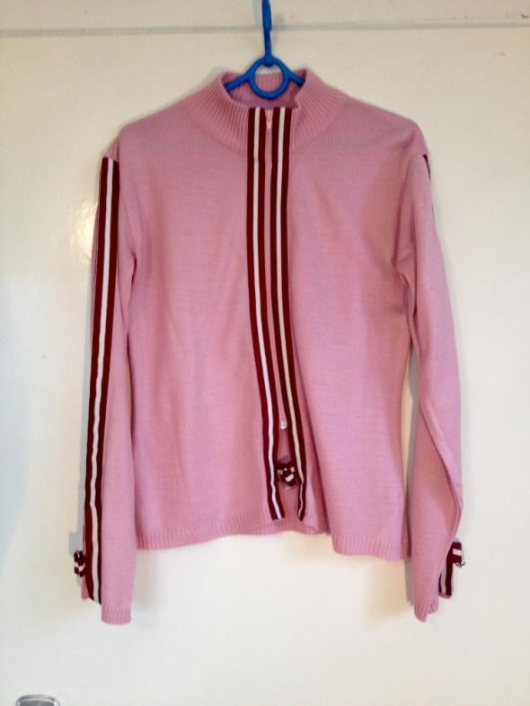 Różowy sweter sweterek paski białe czerwone klamry używany dobry stan zamek elastyczny M L XL 38 40 42