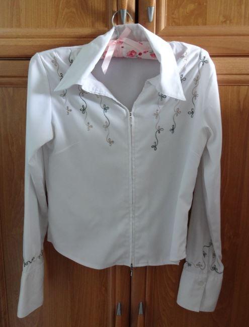 Elgancka biała bluzka z haftem...