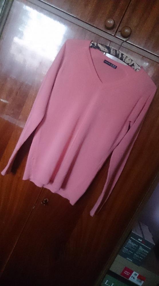 Łososiowy sweter w serek