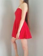 Piękna czerwona żakardowa sukienka...
