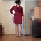 Bordowa sukienka wiązana na szyi