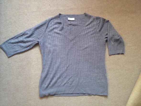 szary sweterek 42