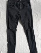 Czarne jeansy z dziurami Cropp M...