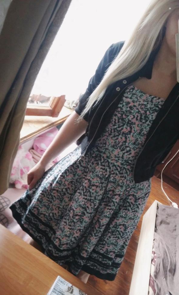 Lekko rozkoszowana sukienka wzory dziewczęca na ramiączkach xs s