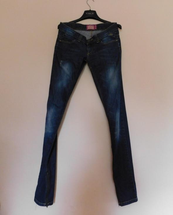 Spodnie Bershka spodnie jeans skinny rurki 36