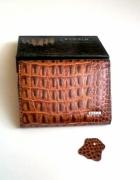 Nowy mały brązowy skórzany portfel...