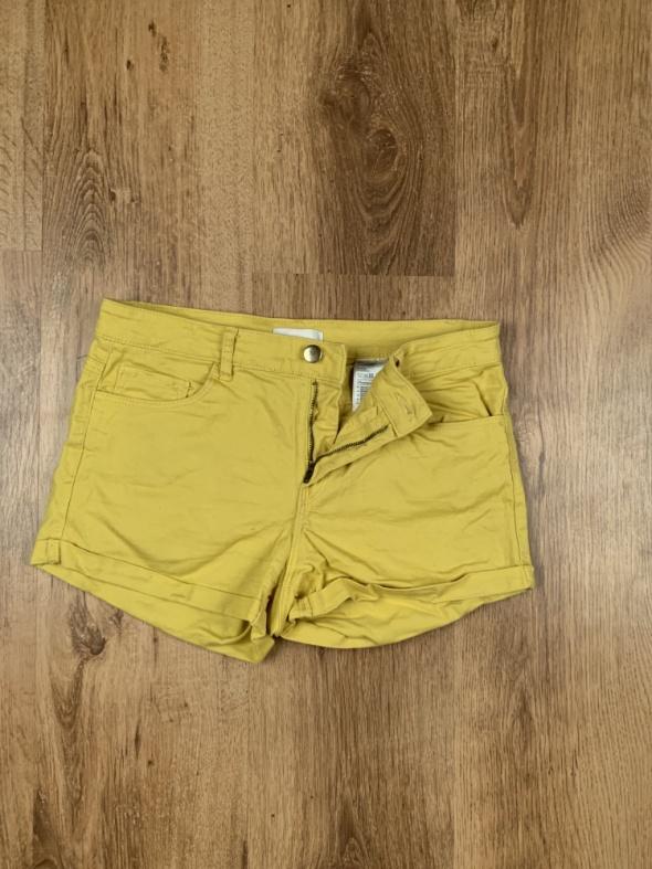 Żółte spodenki