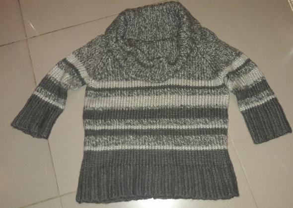 Ciepły sweter z golfem 46...