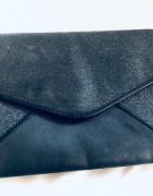 Elegancka czarna kopertówka...