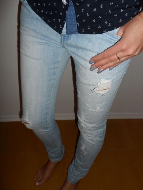 Spodnie Dzinsowe z dziurami