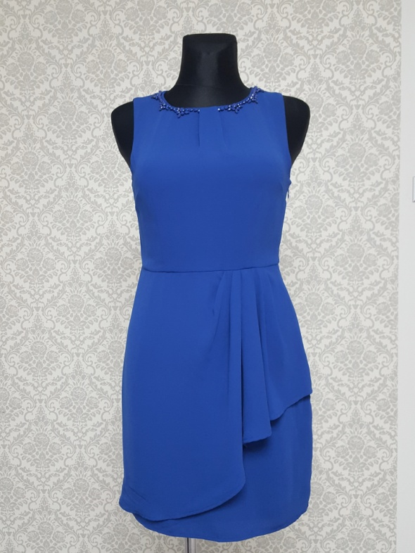 chabrowa sukienka zdobiona Oasis...