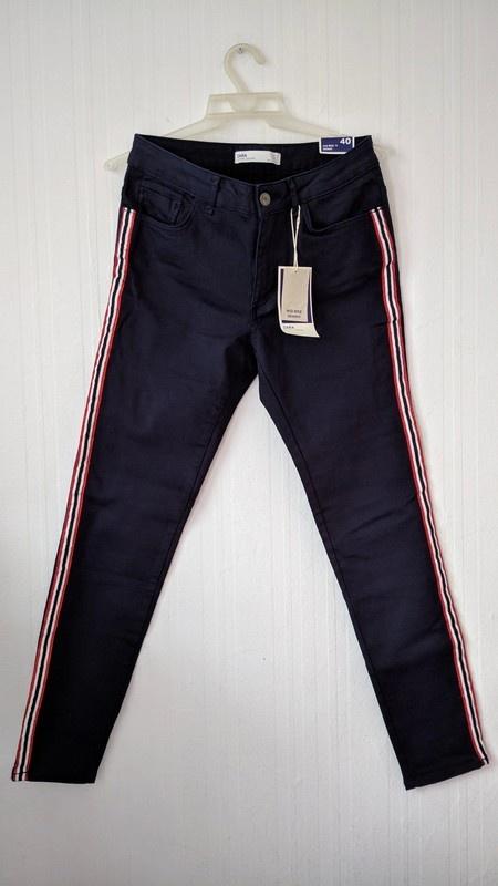 Zara granatowe spodnie rurki z lampasami