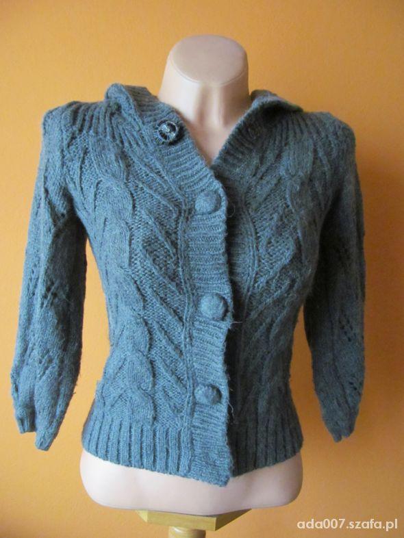 Sweter z kapturem...
