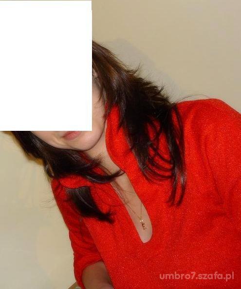 czerwona mieniaca się bluzka