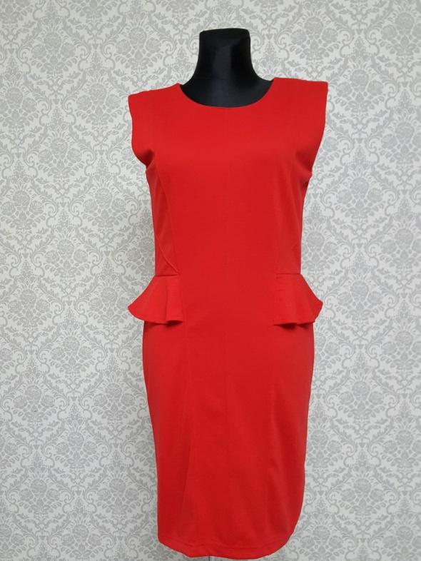 czerwona sukienka z baskinką Atmosphere...